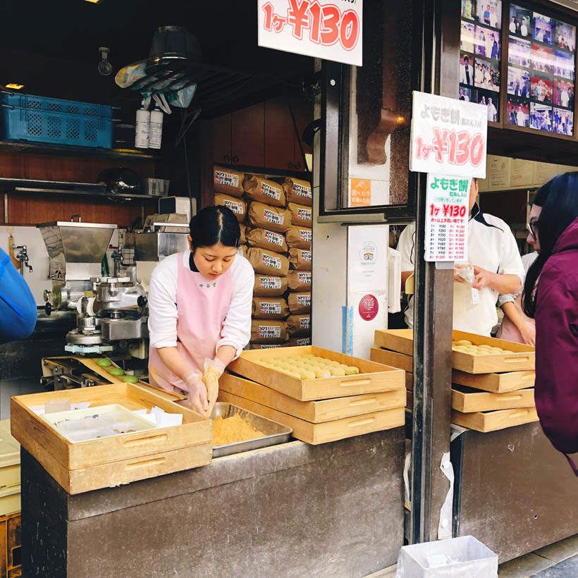 A store which shows the mochi making process.