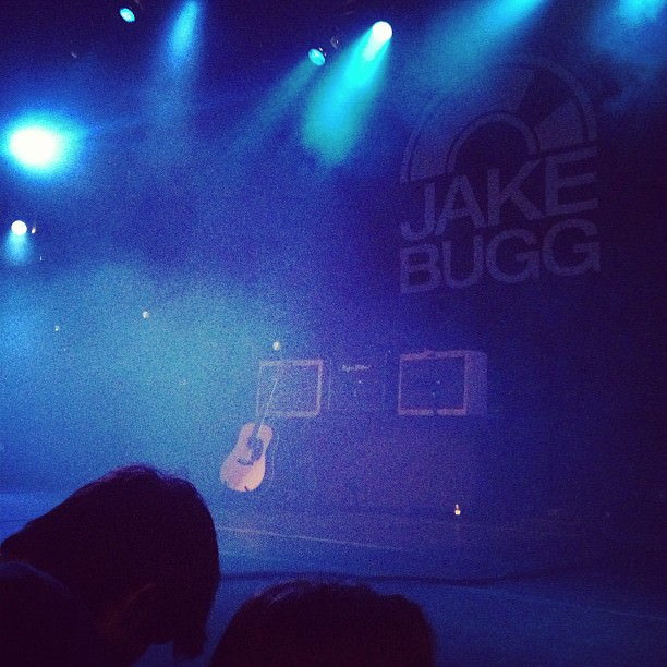 Waiting to take pictures of @jakebuggofficial , yay!
